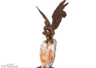 Jorge Marin-Ange-Persélidas-70x72x30-bronzepierre-53x27x35cm