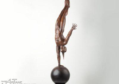 Jorge Marin-Equilibre-sur-un-bras_47x127x30cm