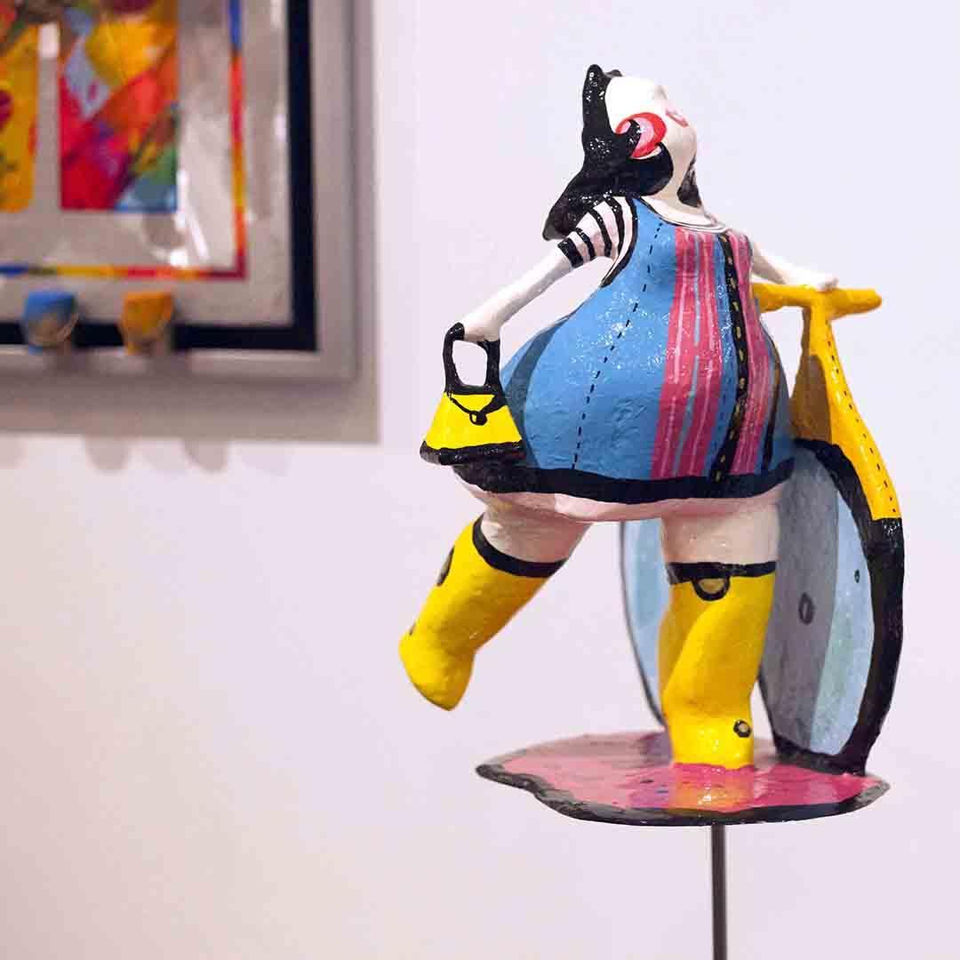 """Femme sculpture contemporaine: Laure Krug sculpte ses """"Pasdames"""", parfois coquines ou impertinentes"""